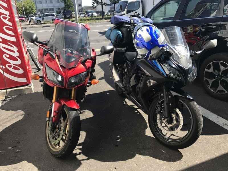 2台で並ぶバイク