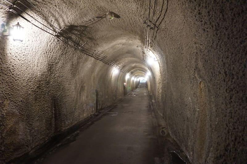 清津峡渓谷のトンネル