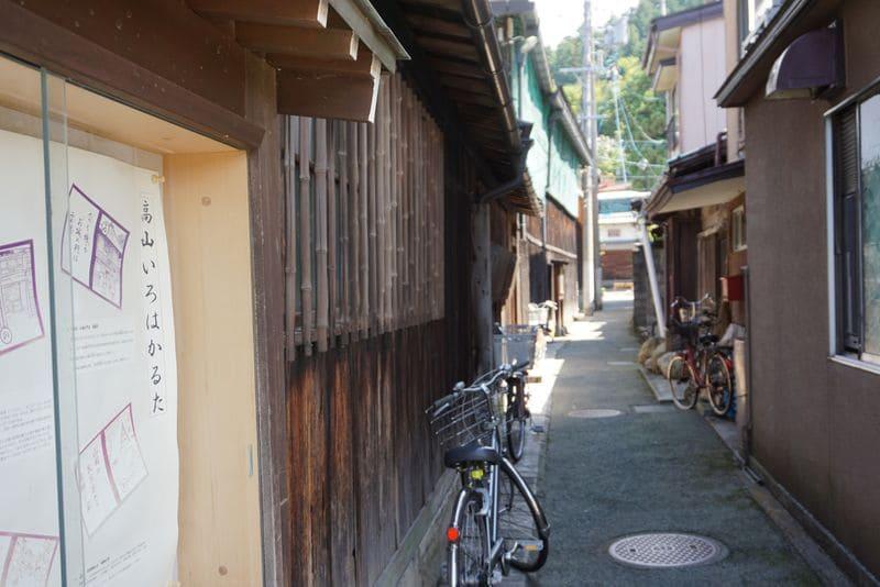 高山市の旧街並み小道