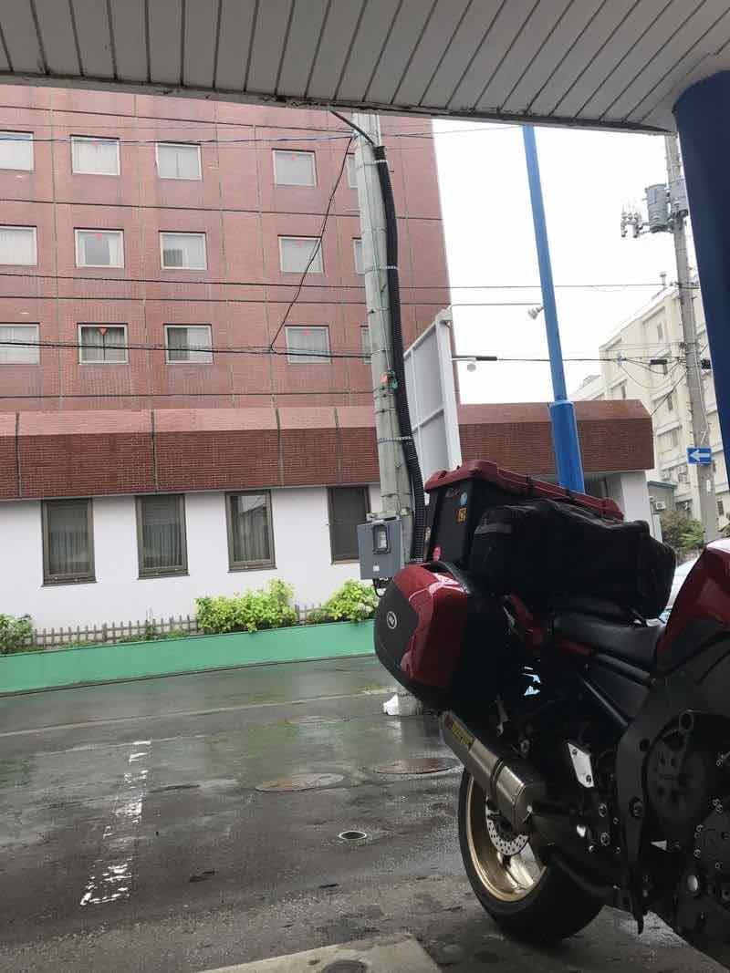 ホテル駐車場のバイク