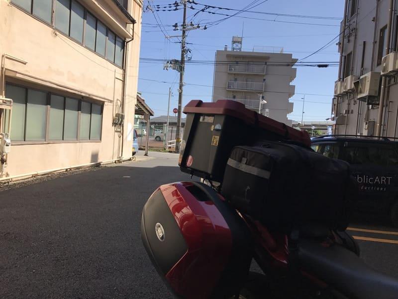 新潟駅前のホテルで撮影した出発前バイク