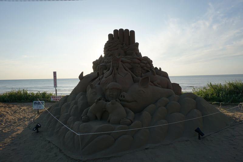 千里浜なぎさドライブウェイの砂のオブジェ
