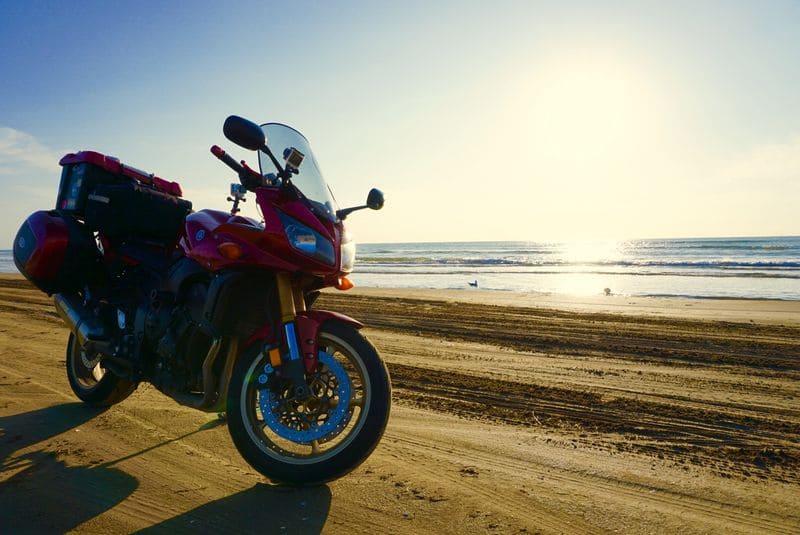 千里浜なぎさドライブウェイとバイク