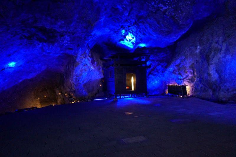 青の洞窟の内部