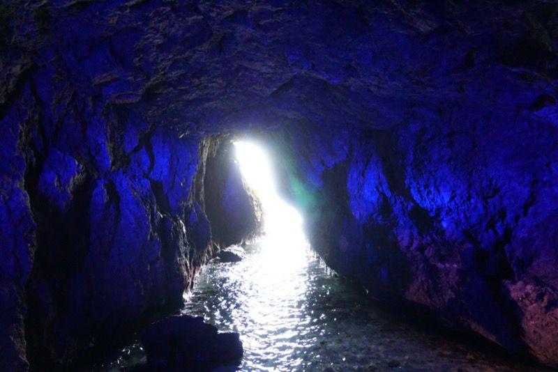 青の洞窟の隙間