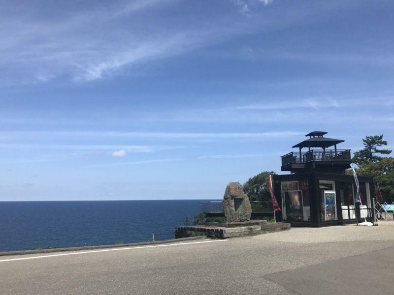 珠洲岬の岩のオブジェ