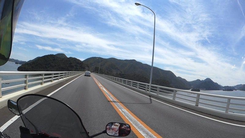 岡山ブルーラインの海沿い