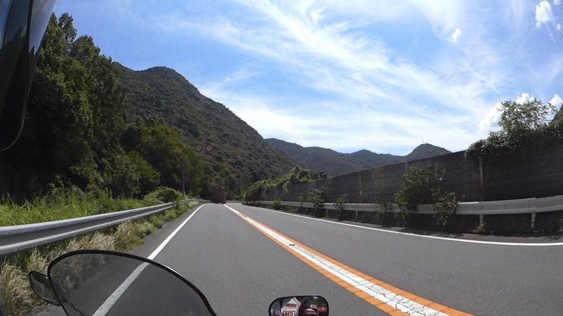岡山ブルーラインの道