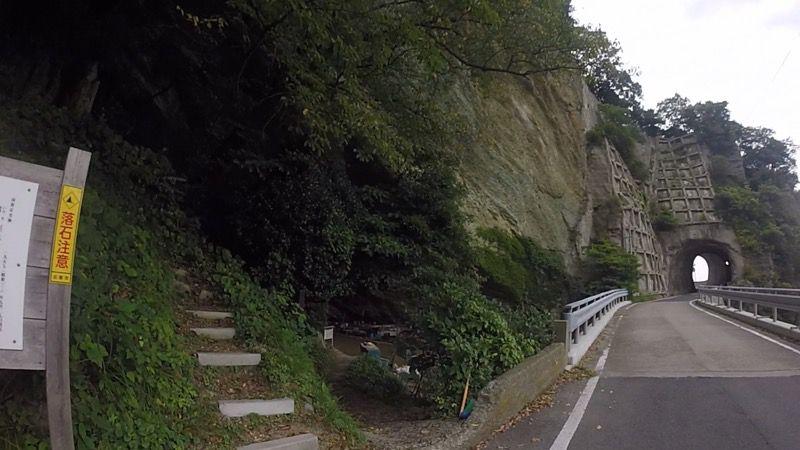 猪目洞窟への道